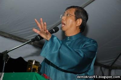 Dato' Seri menyampaikan ceramah dengan penuh semangat