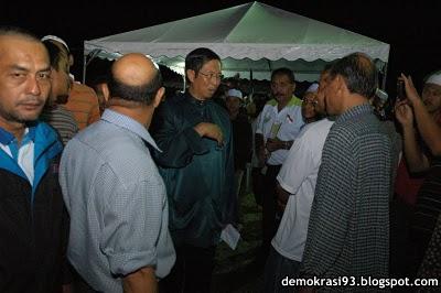 Dato' Seri Nizar diserbu rakyat
